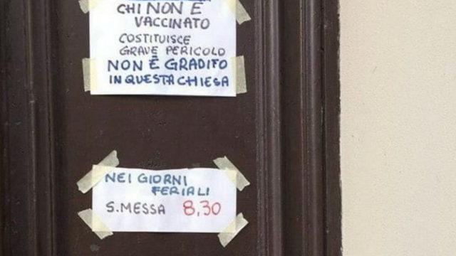 Тот, кто не вакцинирован, представляет серьезную опасность, мы ему не рады в этой церкви в Турине